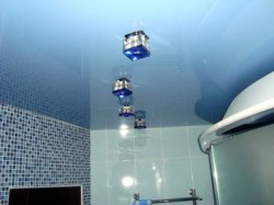Как выбрать натяжной потолок для ванны
